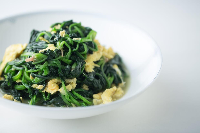 菠菜炒雞蛋 // 小菠菜極為幼嫩,簡單烚煮已經清甜美味。陳曉鶴的媽媽更會打蛋同炒,使菜式更富營養。($138)