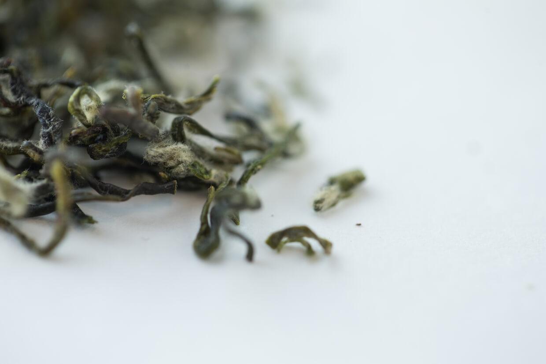 葉芽上灰白的毫(毛),是葉香的來源。
