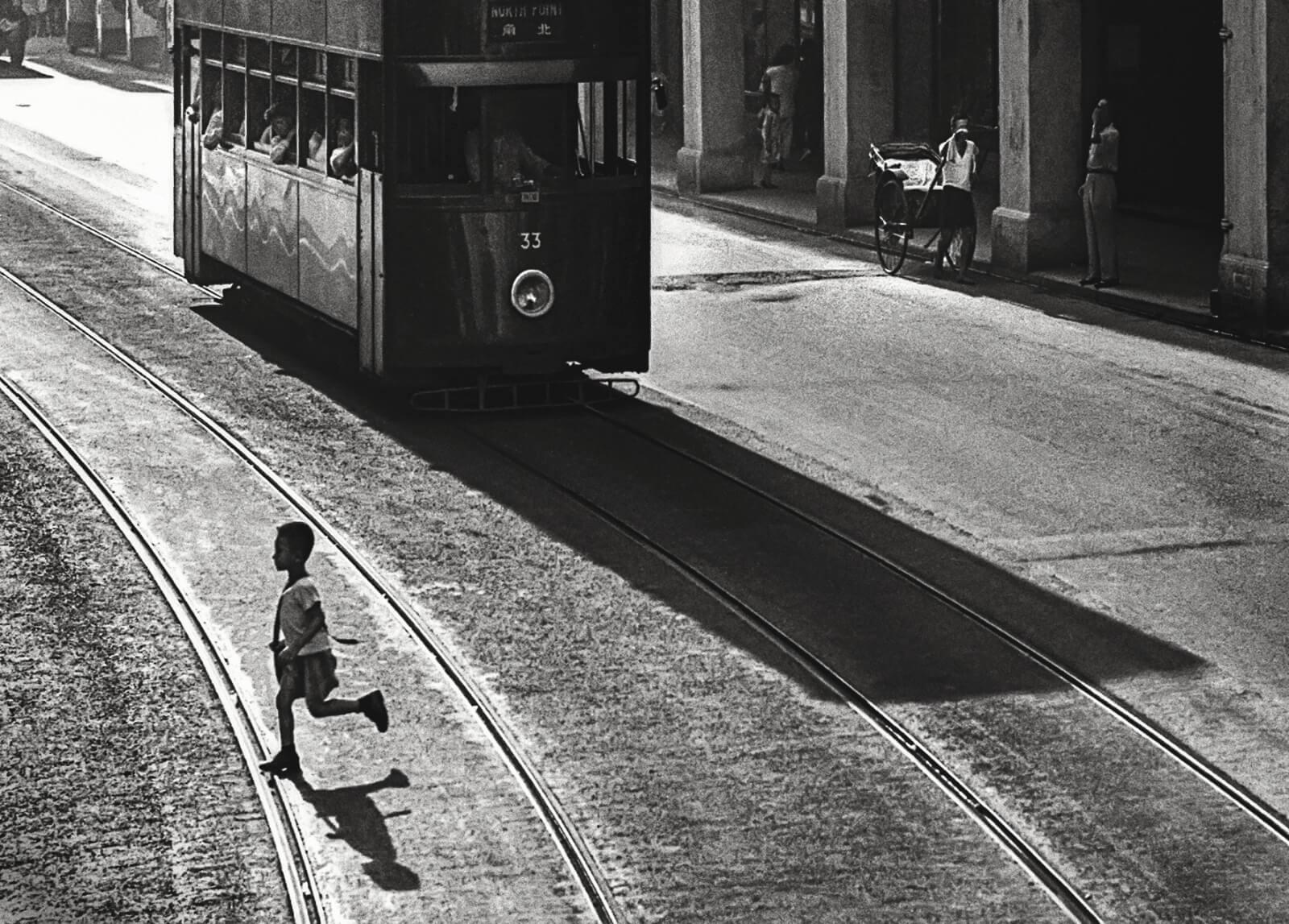 Fan Ho 何藩, Don't Look Back(向前看) Hong Kong 50-60's, Courtesy of Blue Lotus Gallery