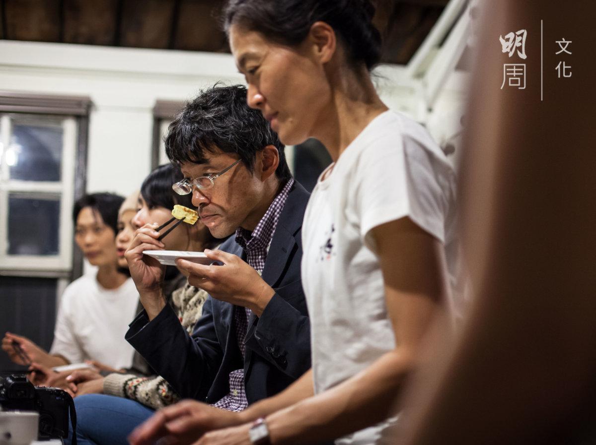 座上客包括多年來倡導「半農半X」、深受台灣人愛戴的日本作家塩見直紀(右二) ─ 他不只是一位農人,更是土地的哲學家。