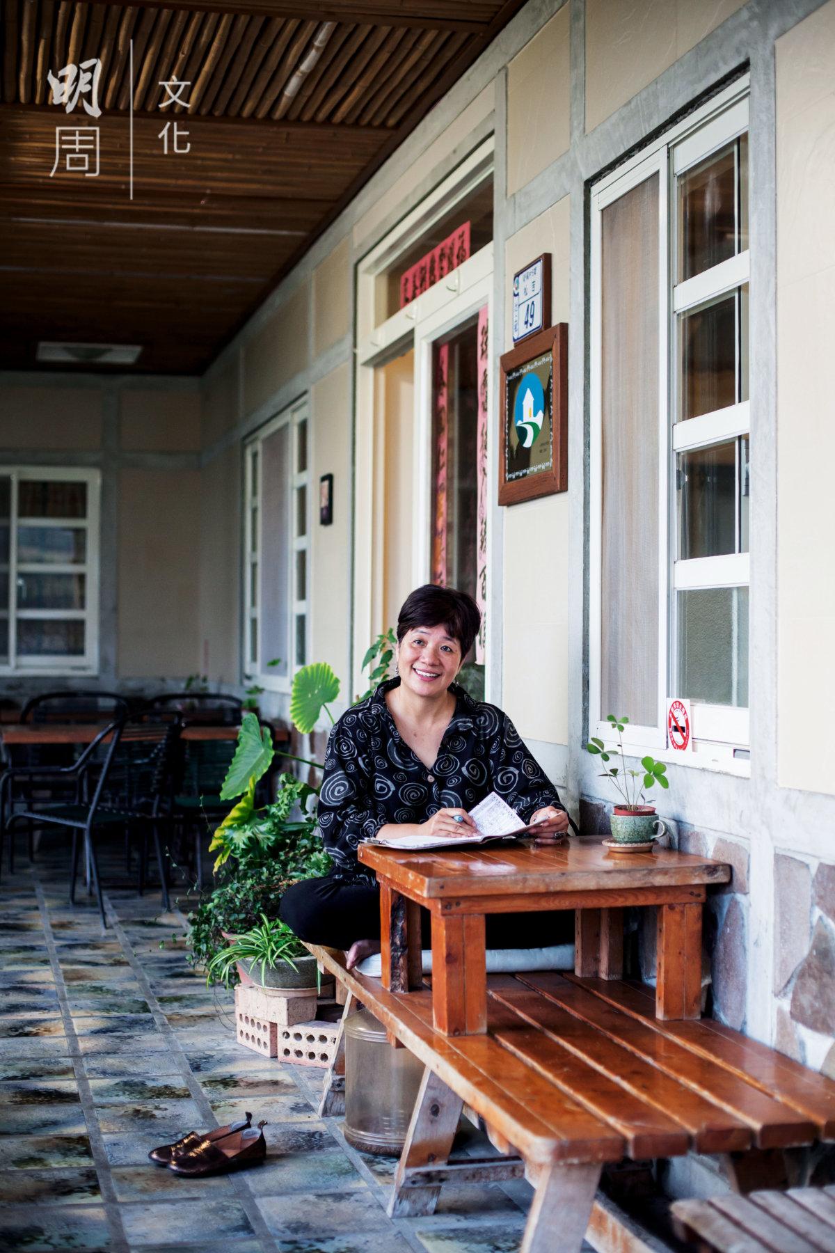 潘姐十九年前在池上開了第一家咖啡館,招待 過三任台灣領導人。她有一副熱心腸,義務將小米農的好米推介給客人。