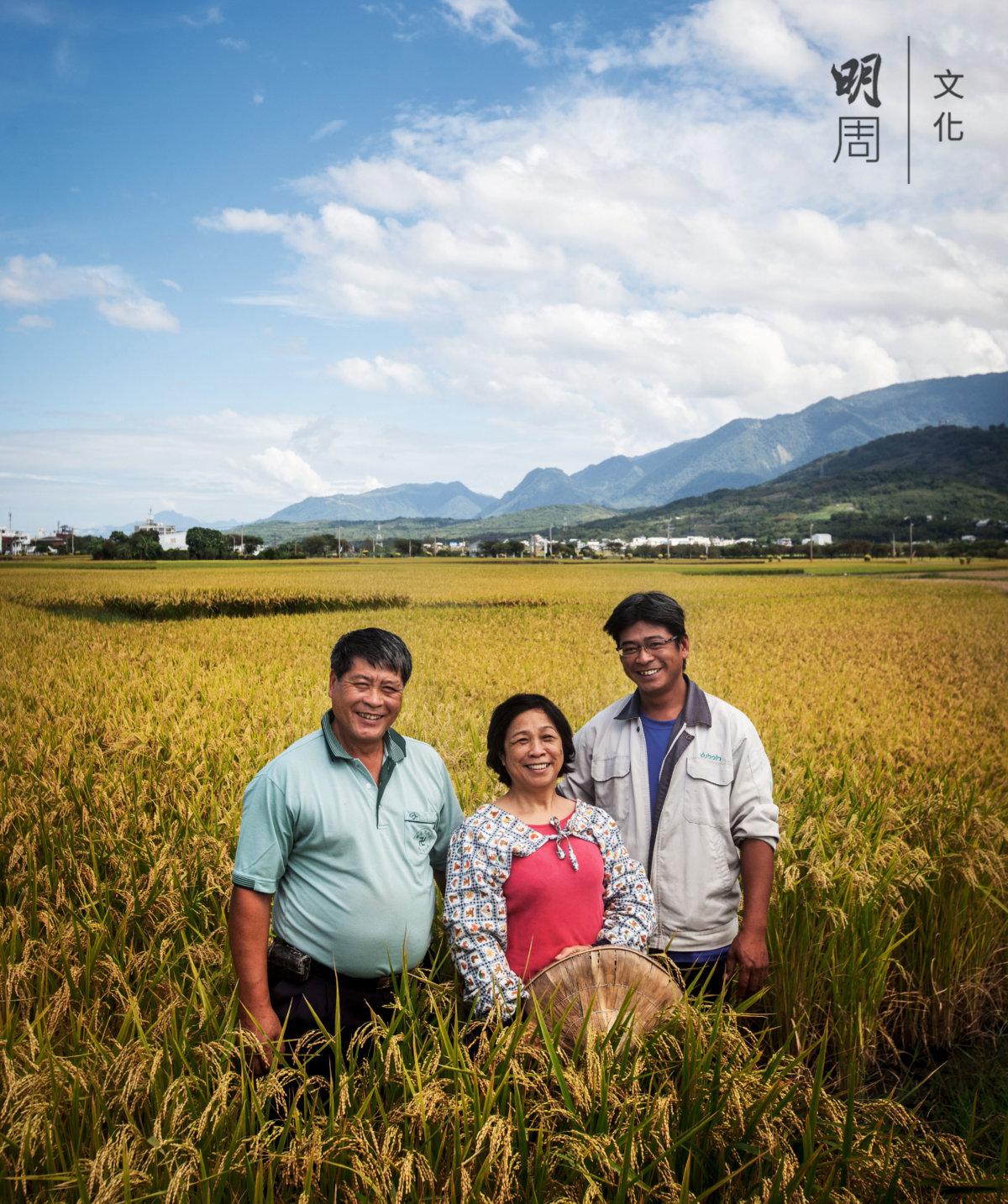 2012十大經典好米得主、台東池上鄉農夫吳宗昌一家。