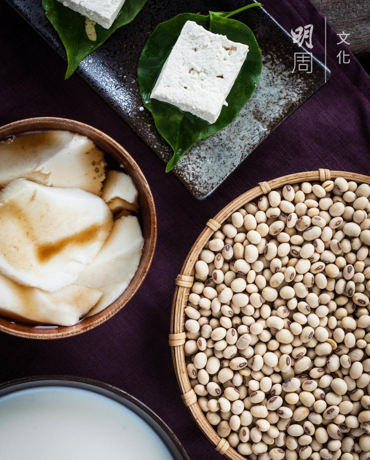 「花蓮1號」黃豆在最短食物里程中,炮製成豆漿、豆腐、豆腐花,純天 然手工香味,濃醇的黃豆香,以及紮實綿密的口感,味道令人難忘。