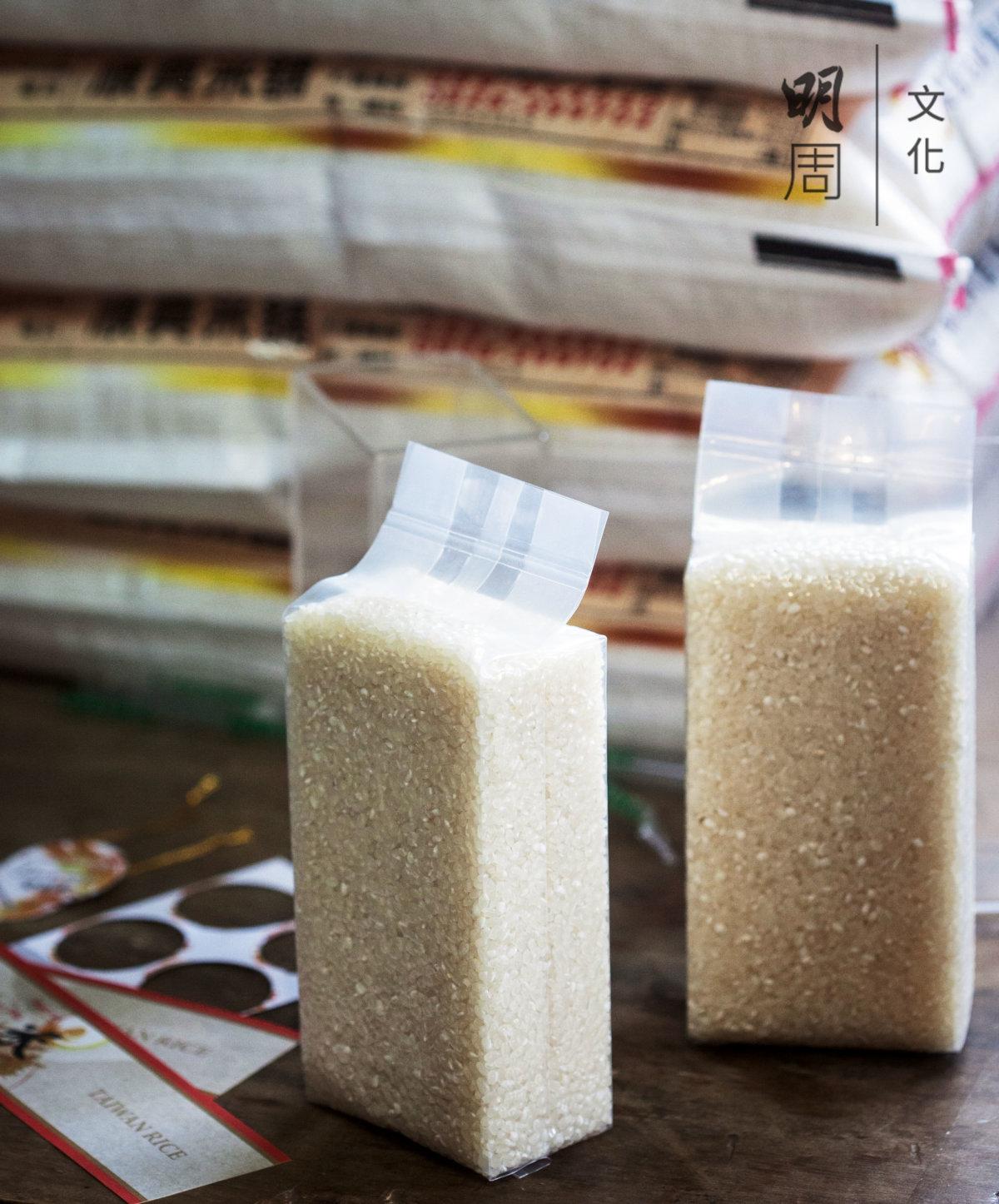 賴美蘭說,穀子捧在手裏,感到很幸福。 剛剛碾出來的米蹦蹦跳跳,白玉飽滿。 通過了檢驗和抽查,才被允許在家裏自行包裝,使用池上米的包裝公版。碾好的米立即包裝寄出。