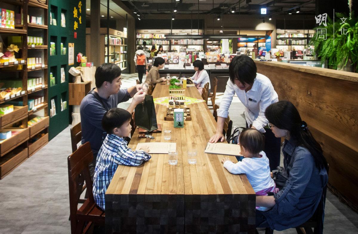 開設在台北信義區菸廠路誠品店內的舖面,被視為文創精品。