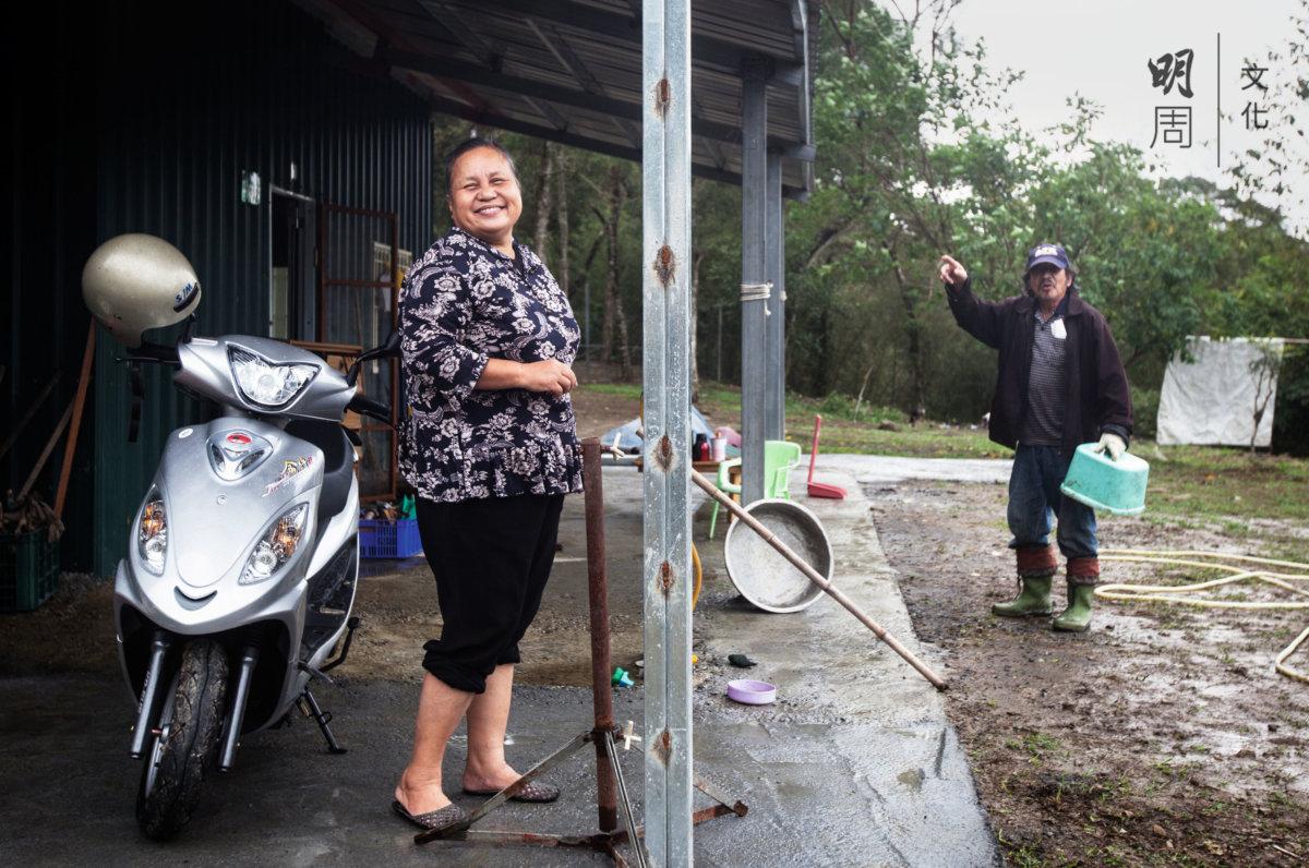 烏來當地的泰雅族人夫婦是地主,田區大做 不來,荒着就想租給人,但一般農友都採用慣行 方法。擔心農地好不容易整理出來,讓外人承租 勢必造成土地、水源污染。吳美貌剛好想要建構 一個示範教學農場,於是跟他們承租下來管理。