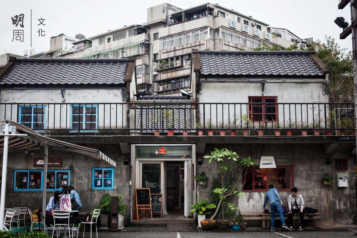 「好丘」位於台北市少數僅存下來的眷村─ 信義公民會館藝文空間,以在地農物與製品、展覽論 壇、創意市集、音樂與文化展演等形式,呈現台灣人的創作與生活新概念。