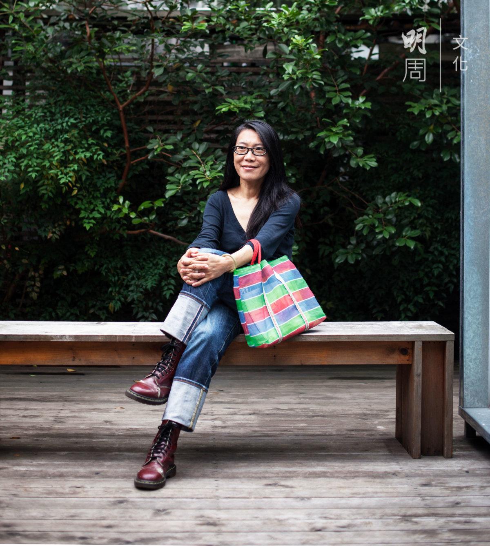 蔣慧仙將鄉下阿婆買菜的袋子用來裝書,手挽鄉下味道的袋子走 在台北街頭,文化人涉足農業,始終帶點文藝氣息。