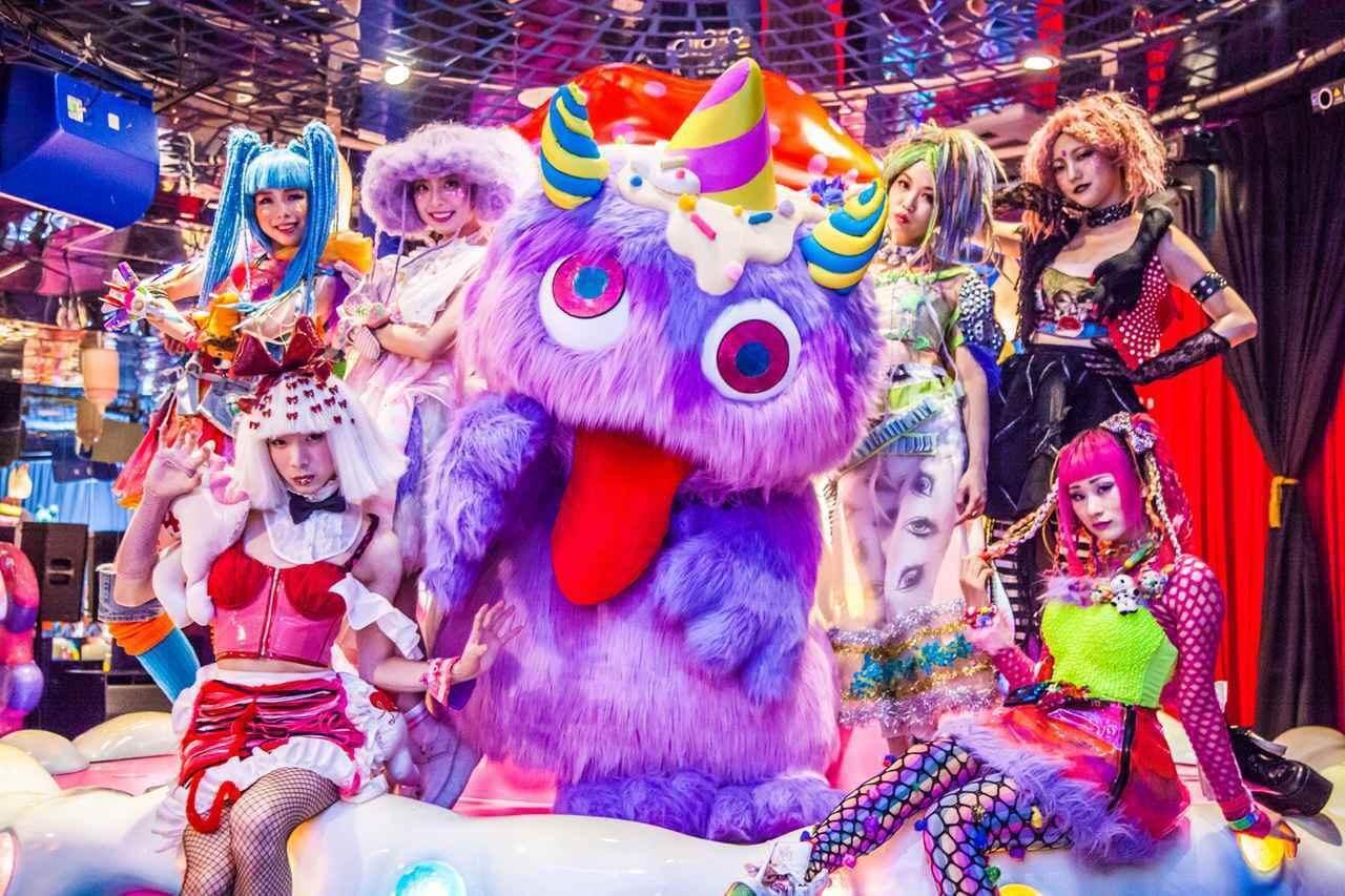 劇中拍攝地點為原宿的Kawaii Monster Cafe,現實生活中同樣是日本年輕人的熱點。
