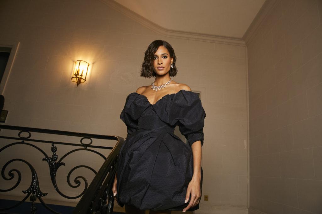 名模Coco Rocha算是品牌常客,當日她佩戴了一條Les Ciels de Chaumet高級珠寶系列的Nuages d'Or頸鏈。