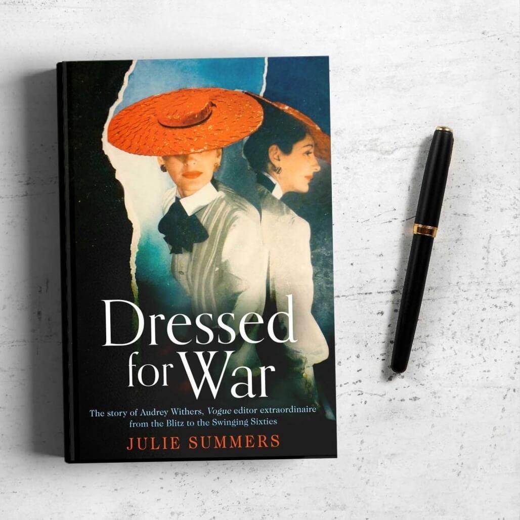 Julie Summers著的《Dressed for War》紀錄了二戰時期英國版《Vogue》Audrey Withers如何改革雜誌內容,加入戰爭報導的故事。