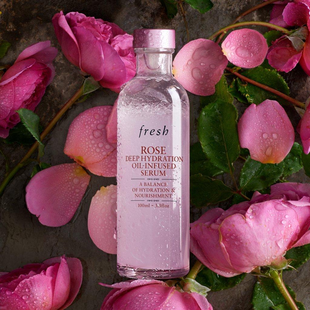 Fresh Rose Deep Hydration Moisturizer 50ml HK$380  Fresh 所採用的大馬士革玫瑰,教人聯想到浪漫與皇室的高貴,也是多個世紀以來美容配方的基本用料。其珍貴的油分可以調理肌膚,玫瑰之香更可使人心情暢快。