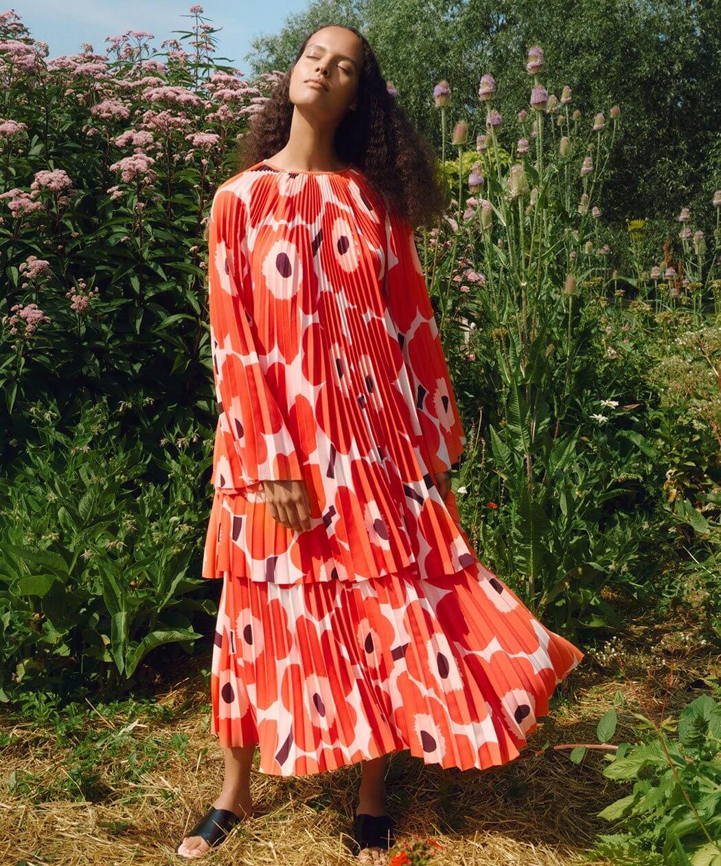 """時至今日,""""Unikko""""印花裙裝依然是Marimekko的重點熱賣設計。"""