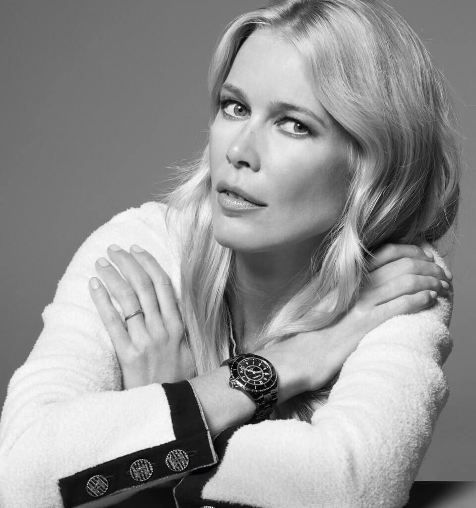 名模Poppy Delevingne配戴Chanel J12腕錶拍攝廣告大片。