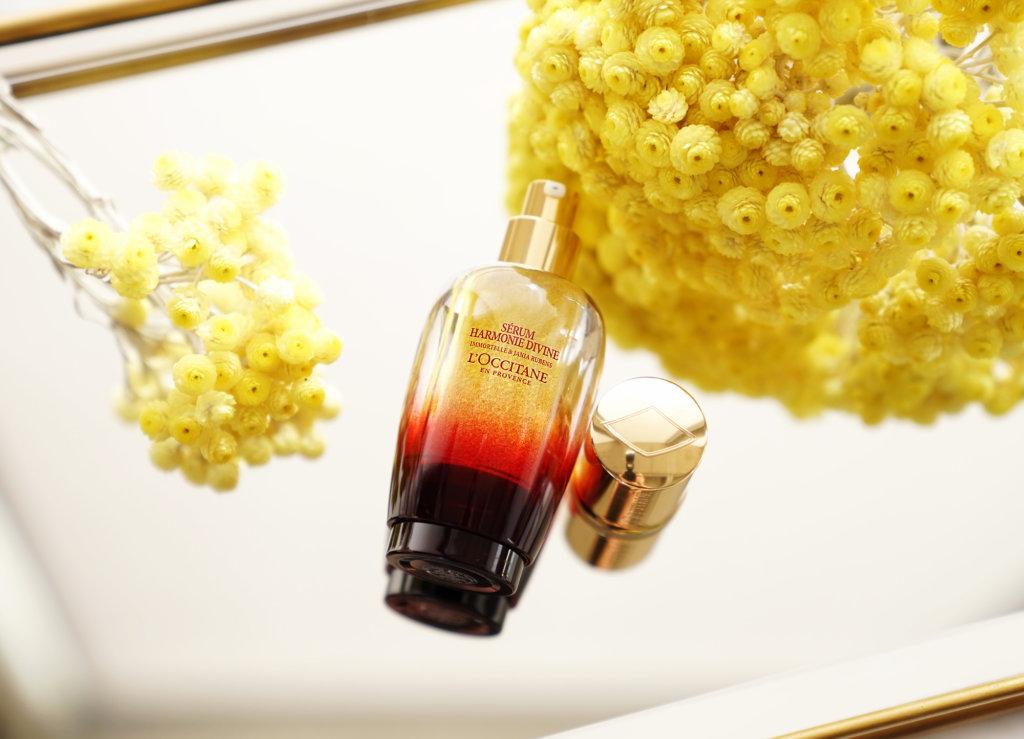 L'Occitane Divine Harmony Serum 30ml HK$1,500  L'Occitane 採用了來自法國南部的金鑽蠟菊花和紅珊藻兩種極具抗衰老力量的珍貴植物精華,讓花妍草本成分吻別歲月痕跡。