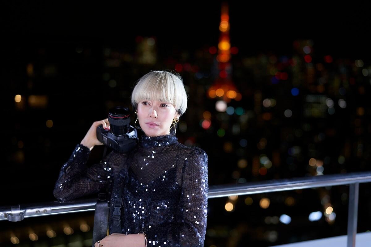 劇中主角奈良里美經常身穿華衣美服拍攝照片。