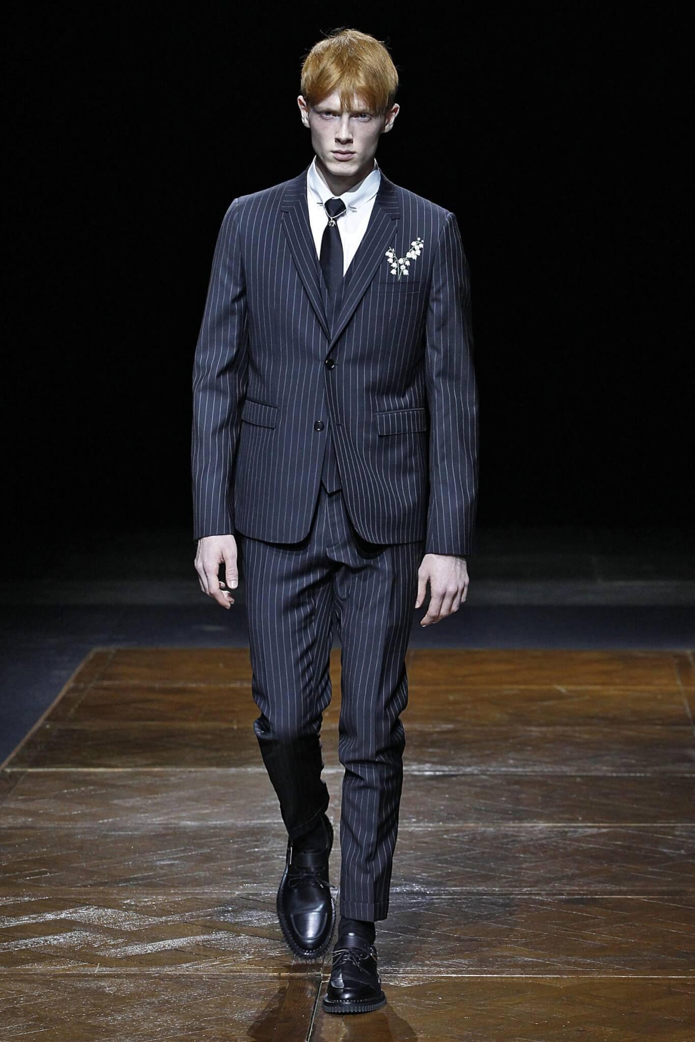 Raf Simons筆下的Dior Men西裝上,同樣有鈴蘭刺繡。