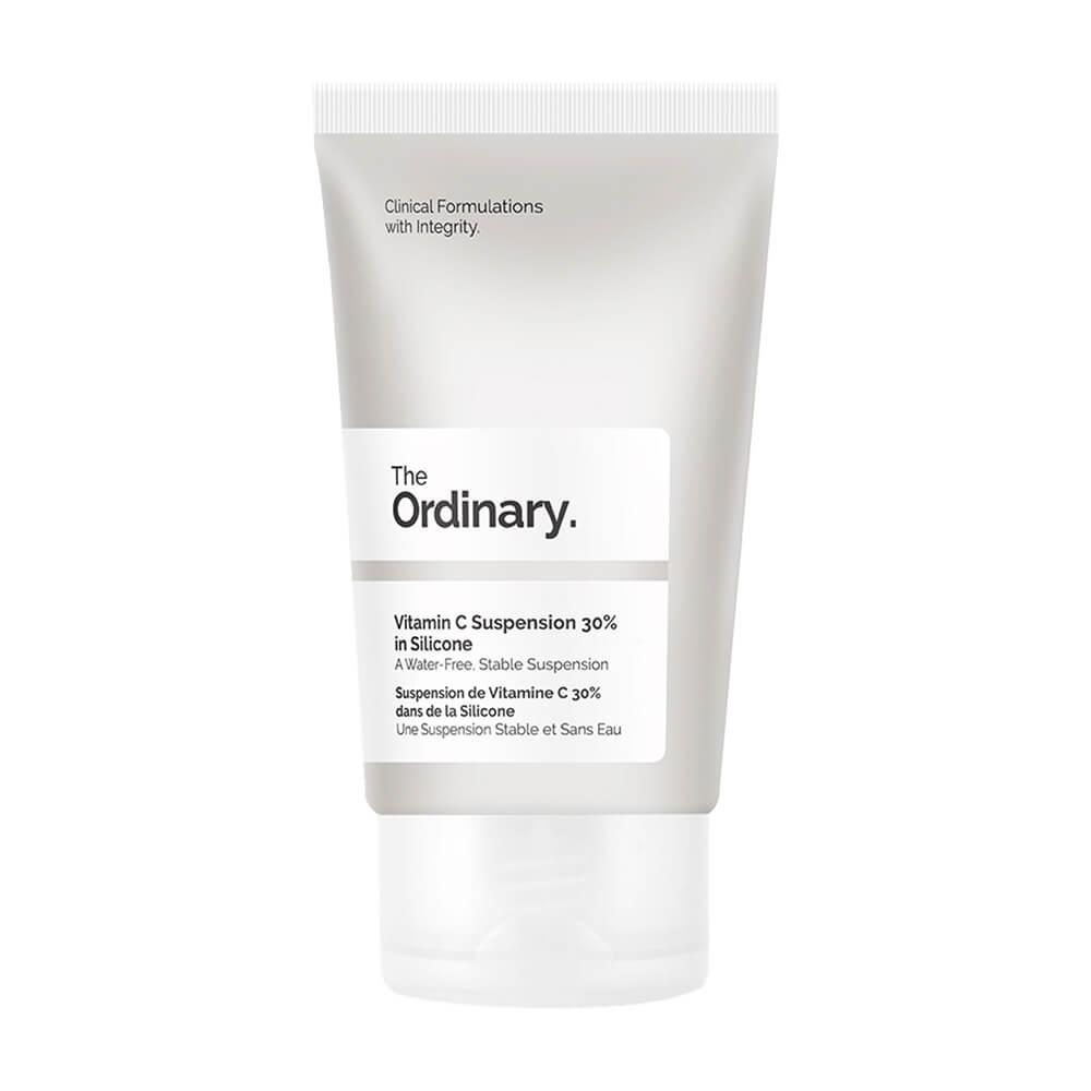 一向性價比高的護膚品牌Ordinary,亦有推出維他命C的產品。其中特別的是,產品成份含有輕量矽酮,使用於皮膚會感覺順滑,可混合自己的護膚品並早晚試用。