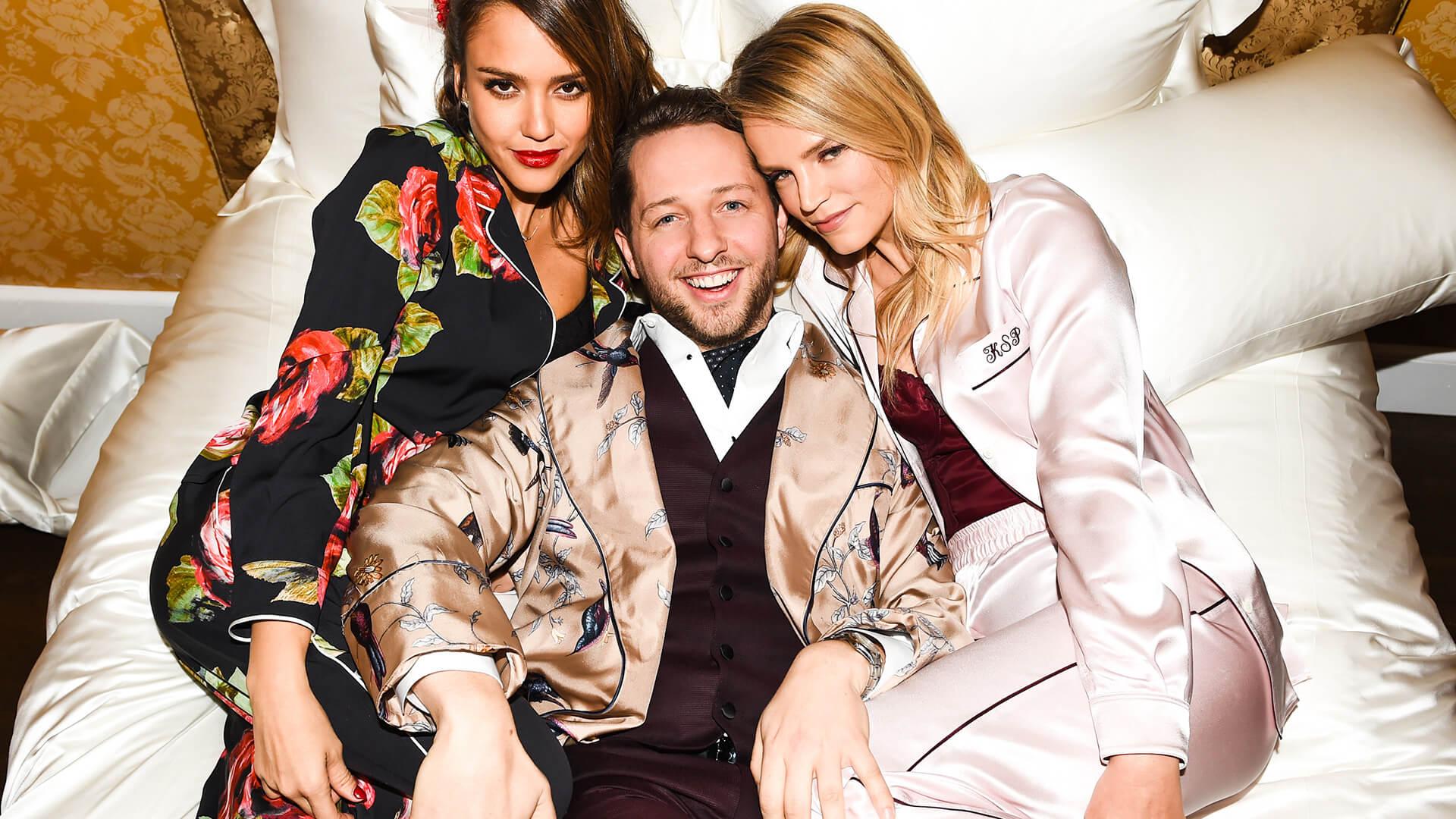 Dolce & Gabbana於2016年舉辦以睡衣為題的時裝派對,成為當年一時佳話。