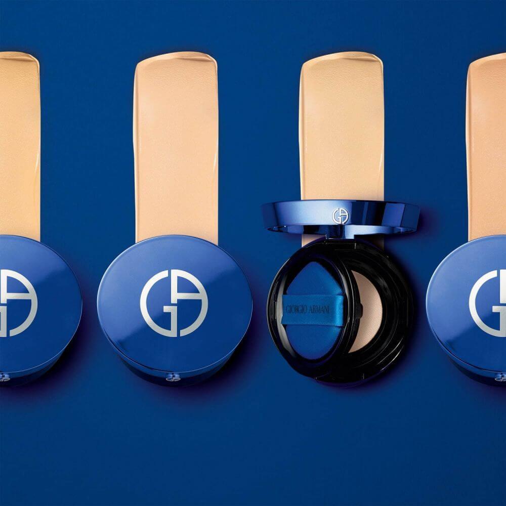 Giorgio Armani DESIGNER ESSENCE-IN-BALM MESH CUSHION FOUNDATION HK$630 Giorgio Armani的氣墊粉底在2017年推出後深受大眾歡迎,無論行內或行外的美容先鋒都愛不釋手,適合所有膚質,隨時隨地都可以施展完美無瑕的修容術。