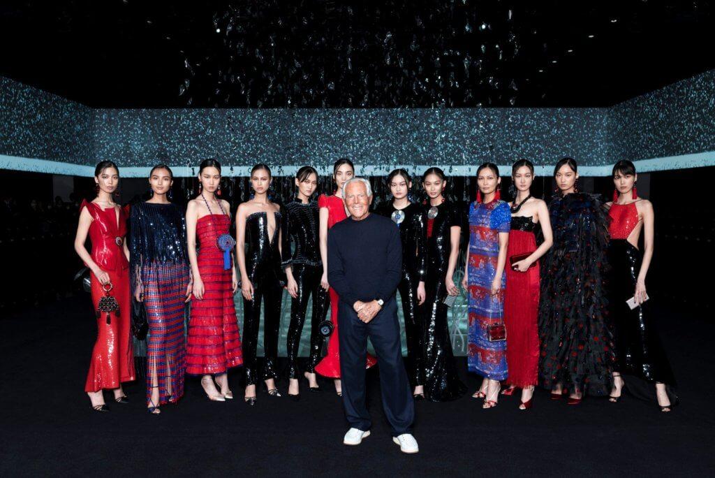 Mr. Armani亦將新一季的服裝以「虛擬展示廳」模式發布。