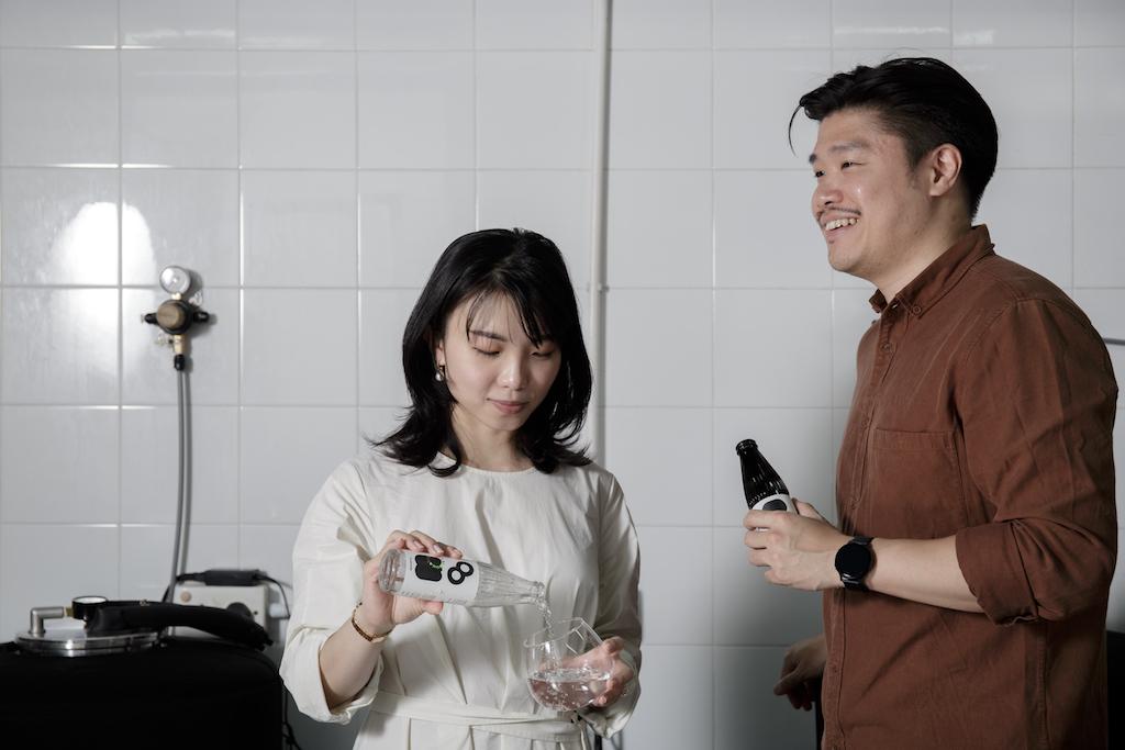 The Carbonation由一對曾在英國留學的情侣創辦。二人特別喜好味道濃重的Dry Gin,因此製作出相對香料味重的Tonic。他們亦指出,香料味濃重的Tonic也可為個性較淡的Gin酒提升味道和層次。