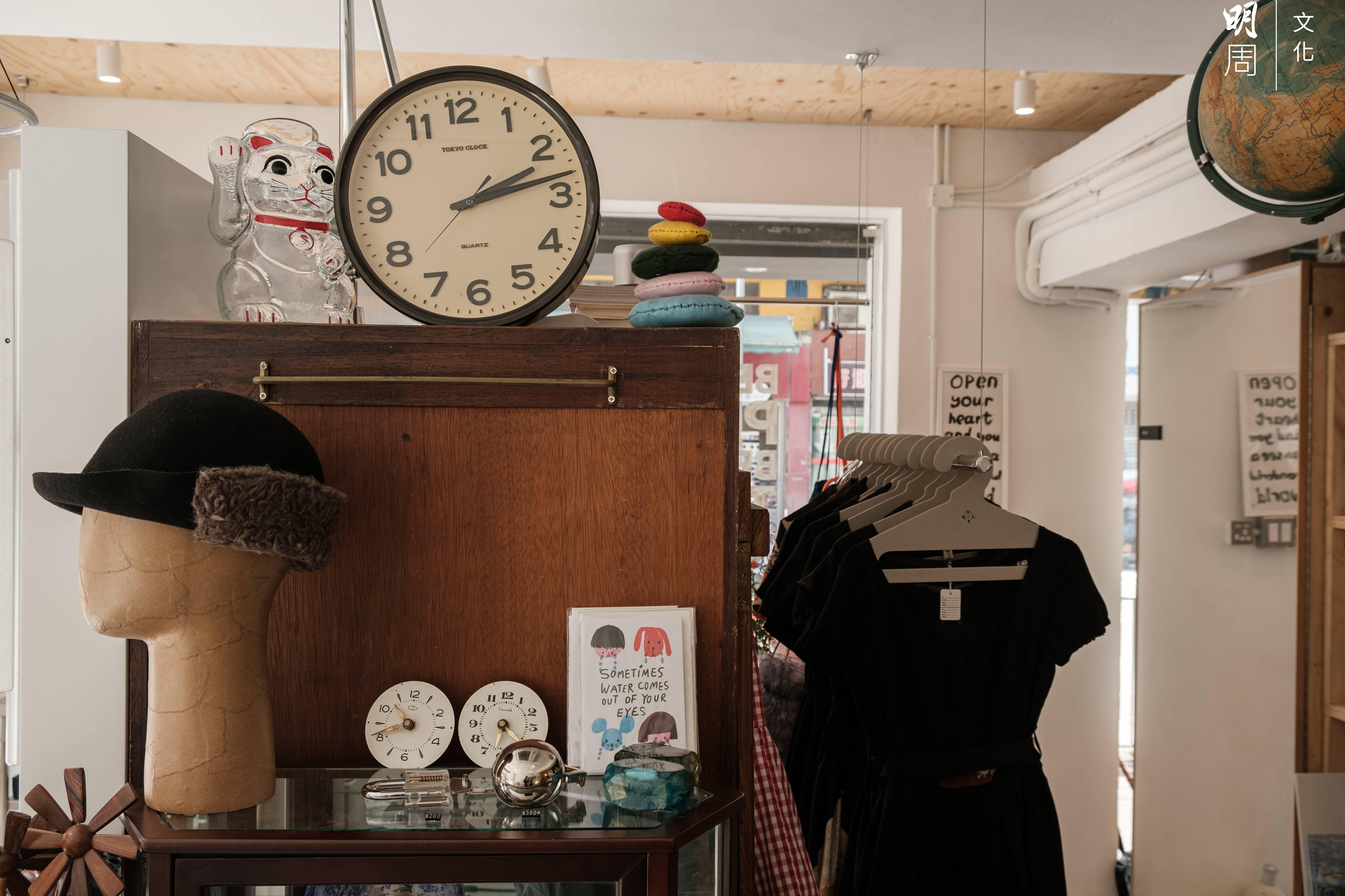 店內貨類包羅萬有,大部分從外國採購。