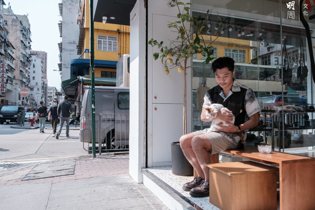 Storerooms店主Eden及陪伴小店成長、今年七歲的貓Lala。