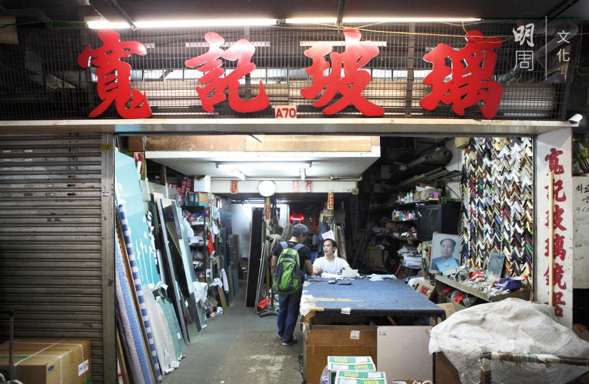 太安樓有很多手 作小店,裝潢分不清年 代,雖然冷門,卻又始 終有顧客。