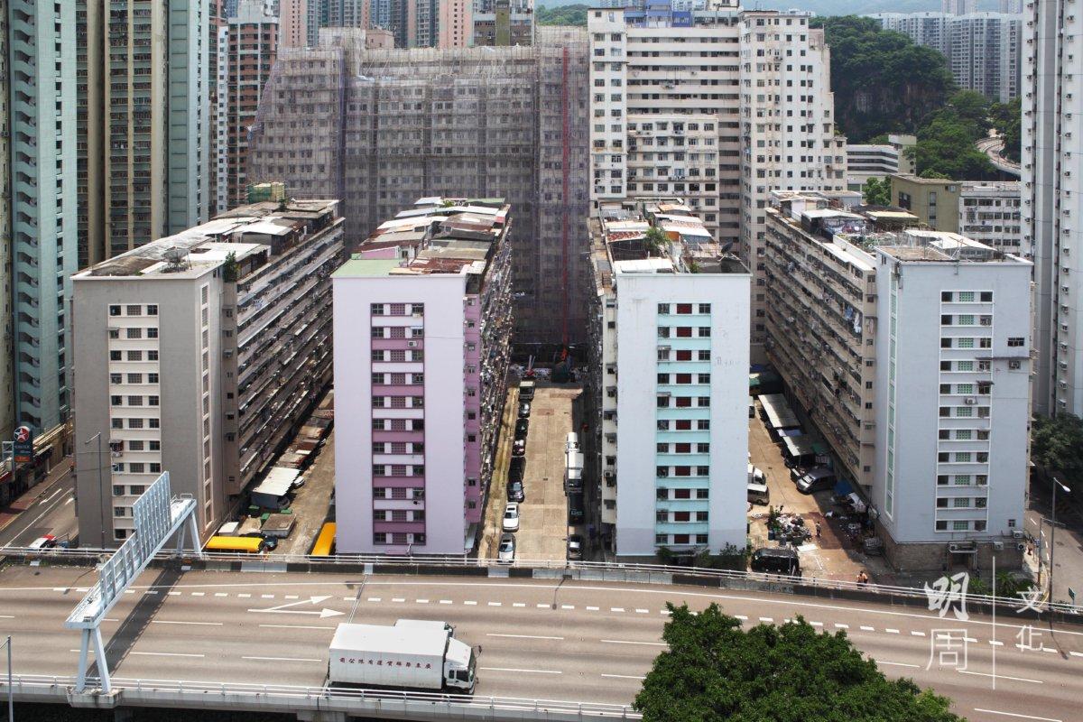 1960年代建好的太古員工宿舍太祥樓、太順樓、太富樓、太康樓,填海前就佇立海旁。