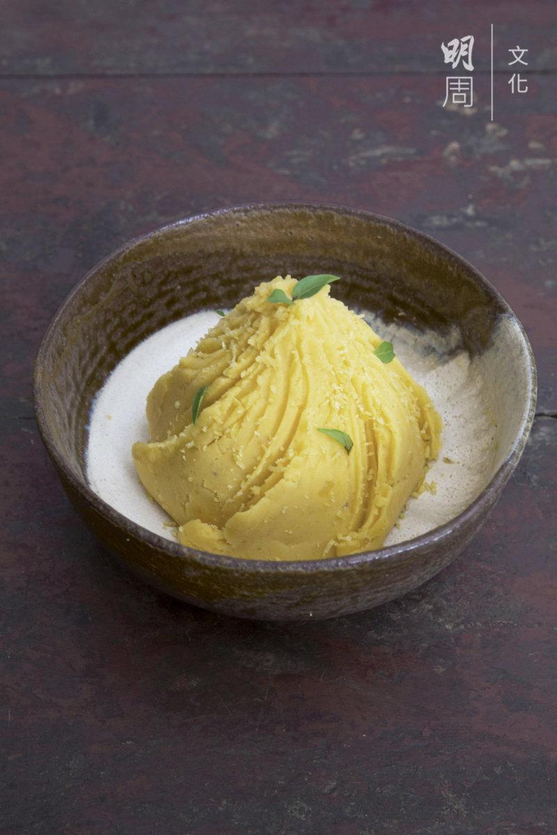 蒸番薯蓉:古洞河上鄉番薯 土丘羅勒、鄰居養蜂伯伯的 龍眼蜜、上水石湖墟青檸。