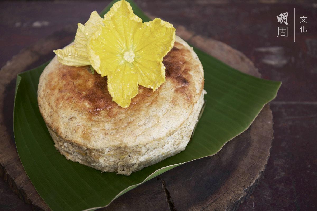 大蕉蛋糕:土丘大蕉、土丘節瓜花、元朗雞蛋、有機白麵粉、有機黑糖。