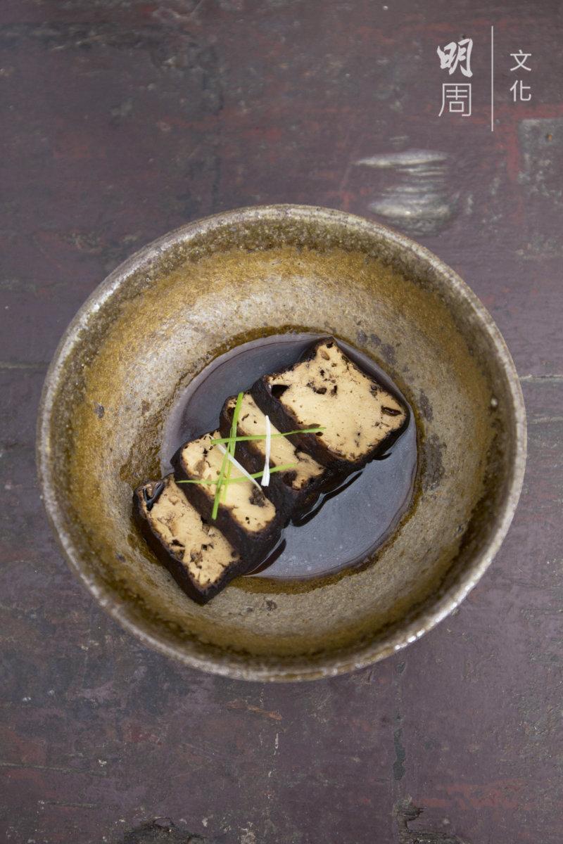 鹵豆腐:元朗八鄉河背村有機黃豆豆腐,鹵水汁。