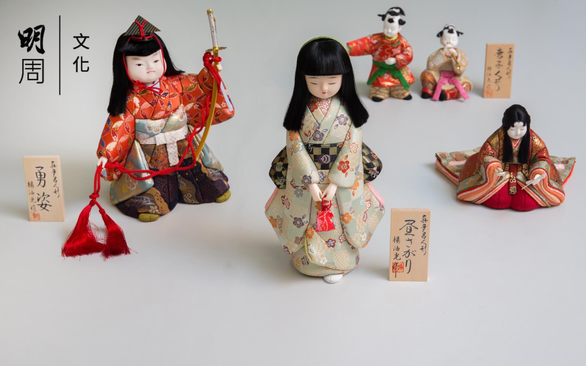 日本傳統人形做法多樣,其中木目込人形的歷史可追溯至江戶元文年間,由京都上賀茂神社的高橋忠重所創。
