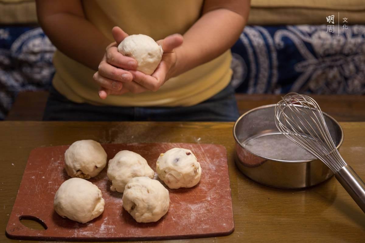 Jessey指她喜歡烘焙時產生的溫度和味道,以及把材料轉化成美味的食物。