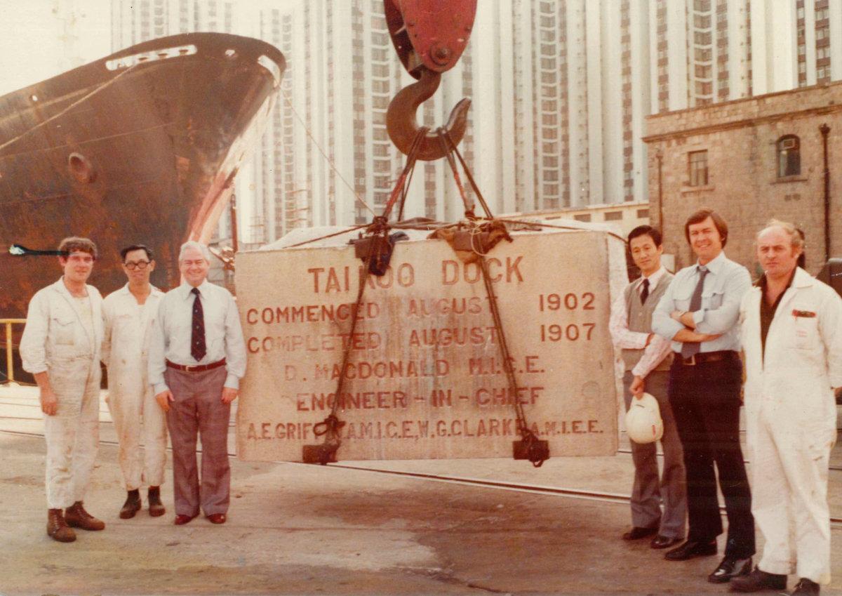 1970年代太古船塢發展成為太古城,保留了當初船 塢施工及落成的石碑。(圖片由太古地產提供)