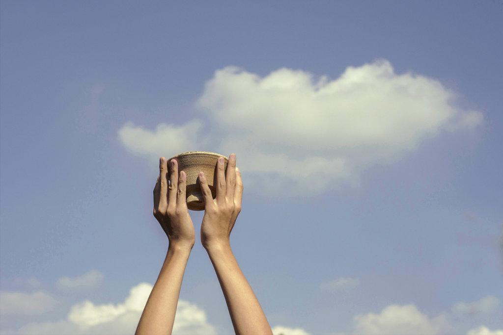 來自土地的陶瓷,盛載天上的雲,是天地的饋贈。 (圖片由土丘提供)