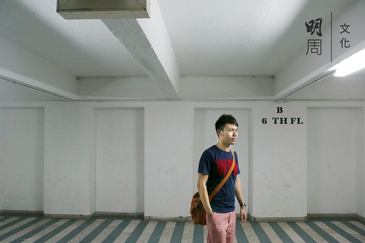 李俊龍小時候在電梯大堂踢球、踩單車,點滴回憶湧上心頭。