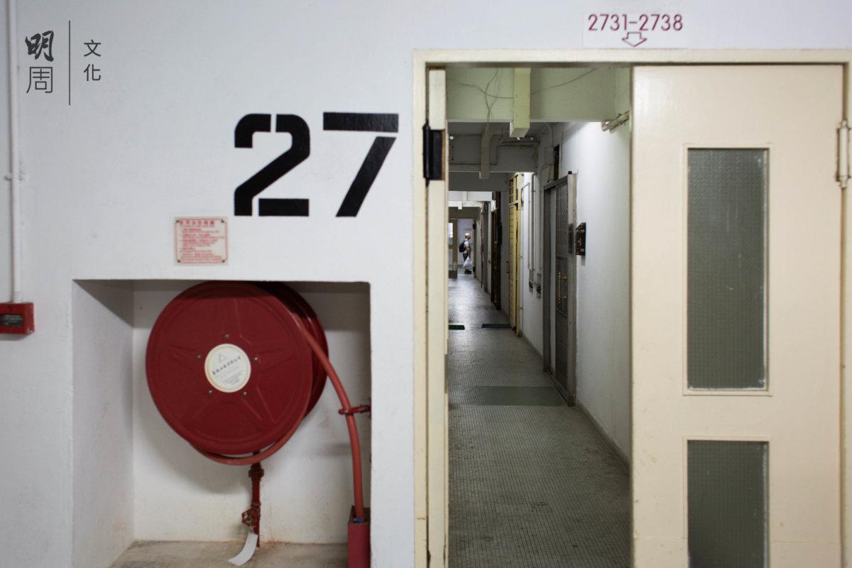 一層六十八伙,走廊又長又直,有點像舊式公屋。