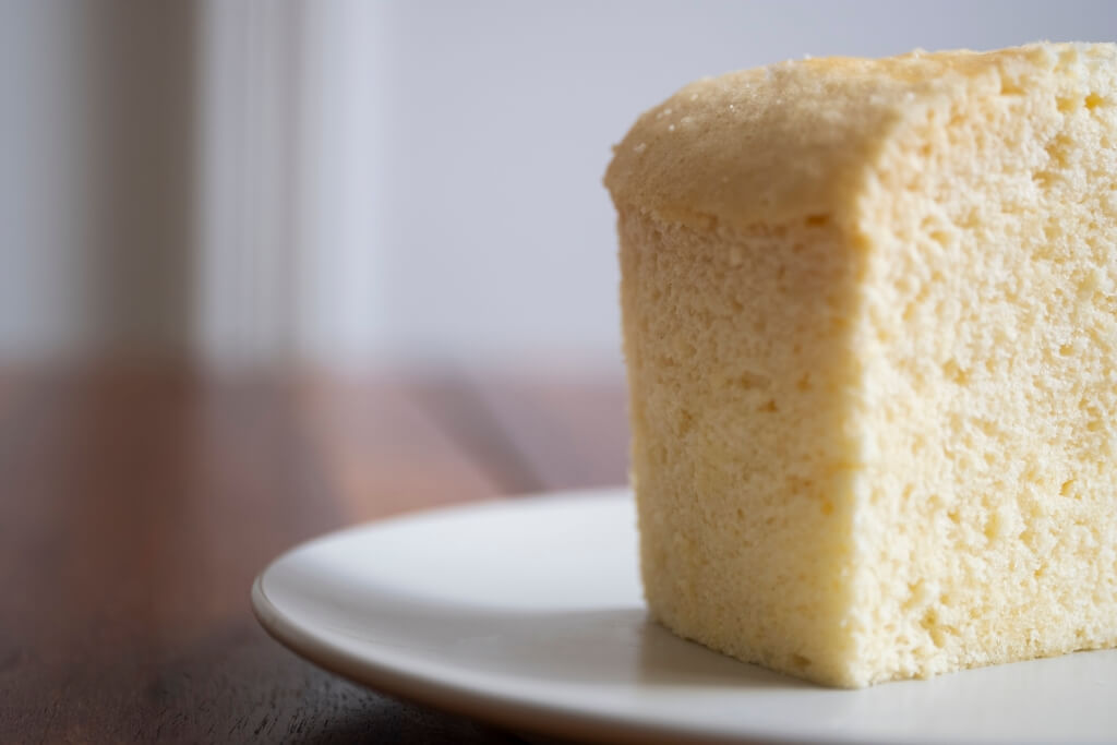 隔水用蒸籠蒸蛋糕,任何人在家也能做得到!何需花錢在街買?無添加的雞蛋糕,是不少中年人的童年味覺回憶。