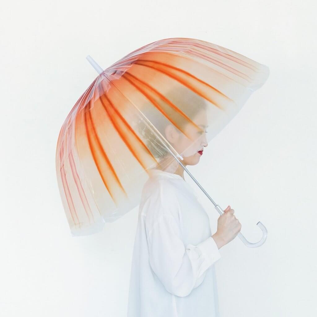 艷麗如日本和服式樣,撐上赤月水母傘出門,肯定奪目時髦。