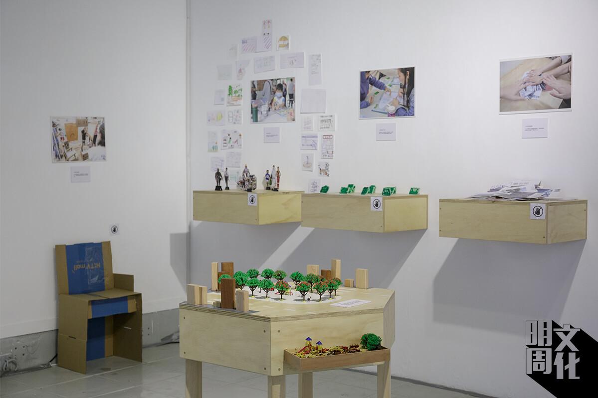 除了展示了研究所用的工具、街坊的創作外,也跟三位藝術家:李穎姍、李展翹和謝俊昇創作三件相關作品。