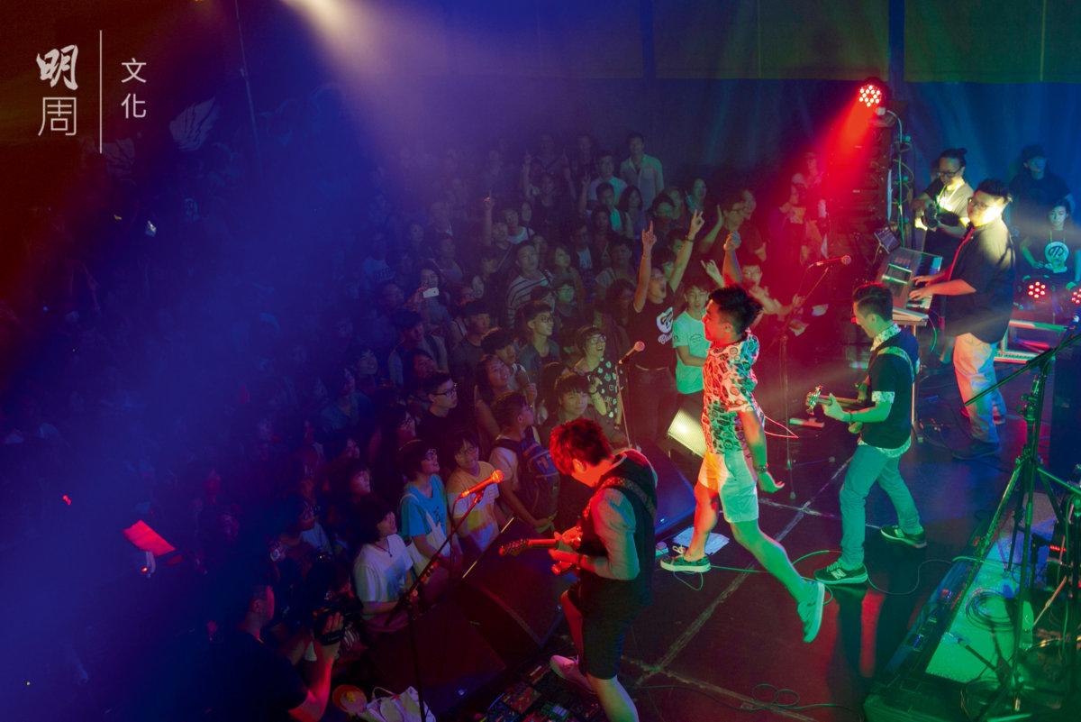 遇到不錯的band show,城中青少年都在這裏聚集。