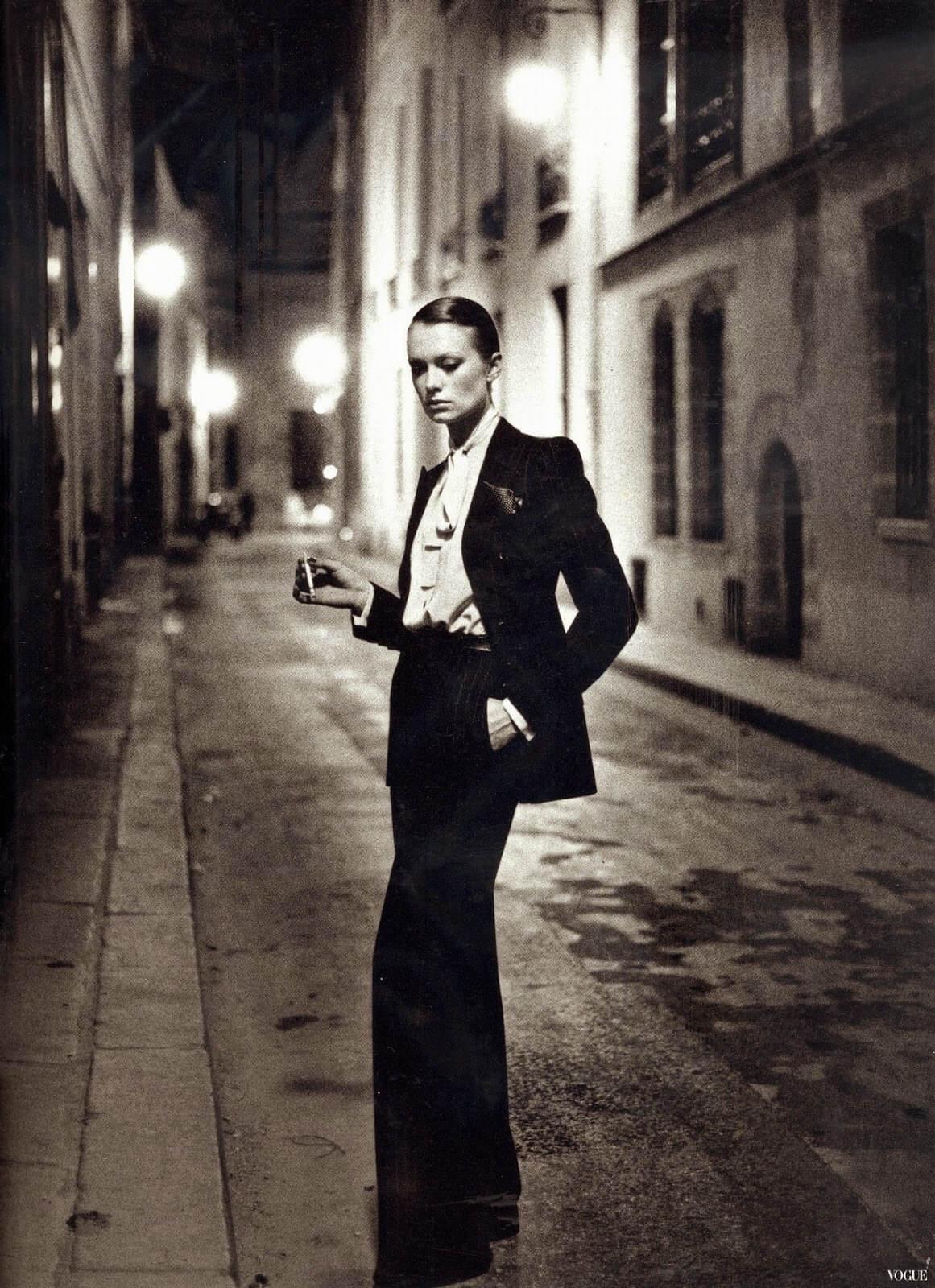 Yves Saint Laurent的Le Smoking女性西裝同樣在書中展一席位。