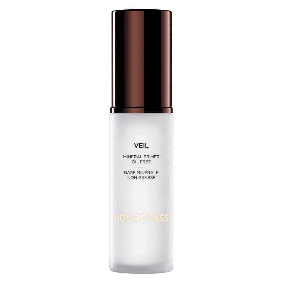 HOURGLASS Veil Mineral Primer 柔紗礦物質妝前乳 SPF15 HK$590/30ml 多用途底霜,質感柔滑,可同時降紅、柔化毛孔、撫平細紋。輕盈質地不會對妝容造成負擔。無油、防水配方,同時能帶來淨透、有光澤的膚色,讓妝容更清爽,並且長時間不脫妝。