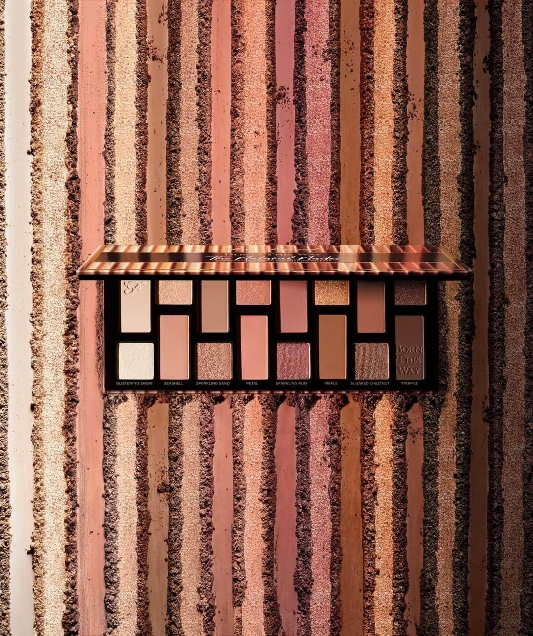 TOO FACED Born This Way Eye Shadow Palette HK$350 這個palette名副其實以原生皮膚顏色為靈感,用十六種自然的顏色營造出「Born This Way」的感覺。眼影質地結合啞光、潤澤及閃爍,一盒就可以打造不同層次與風格,質地柔滑易推也是這個palette的賣點之一。