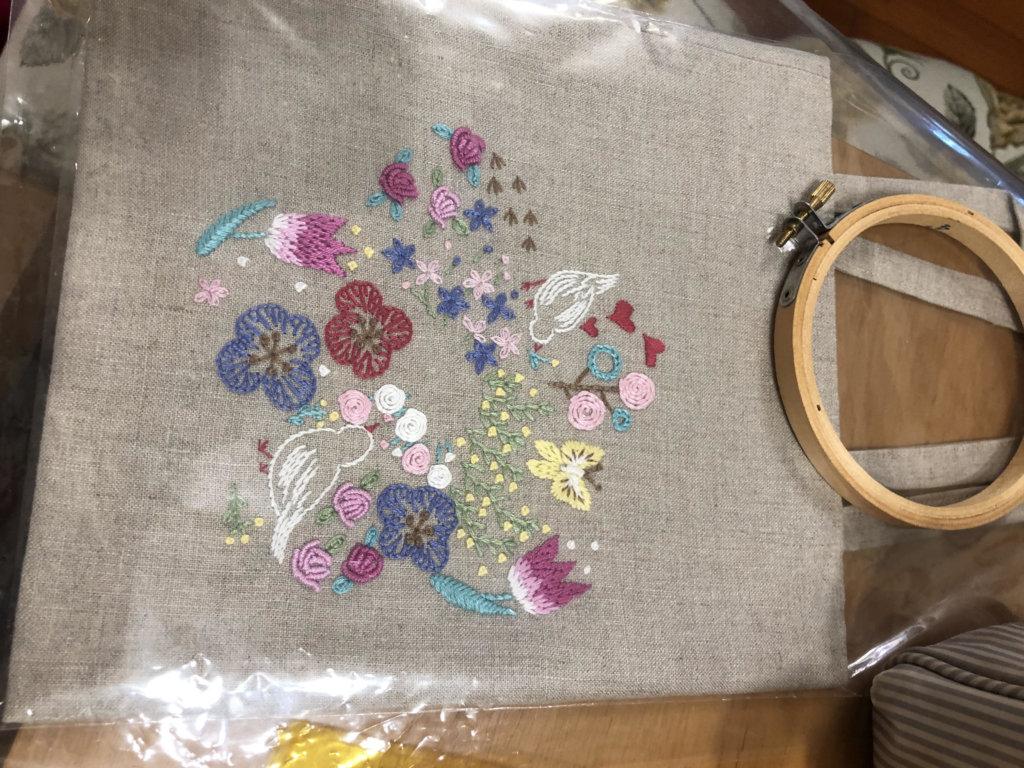 我的刺繡功課和作品,由針法學起,到製作手挽袋、束口袋、口罩,過程好玩好有滿足感,還可以繡一個年曆來。