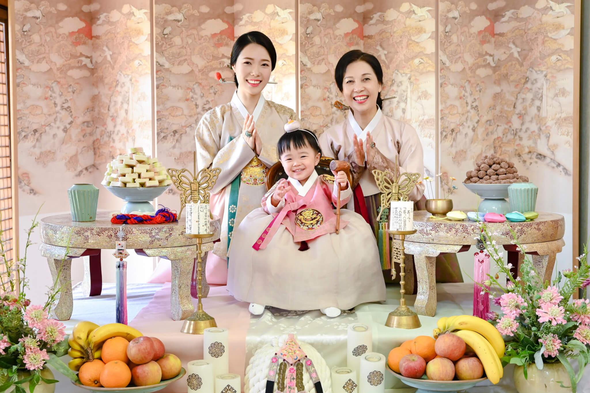 兩對母女,三代同堂,Sue希望女兒能夠承傳韓國文化。