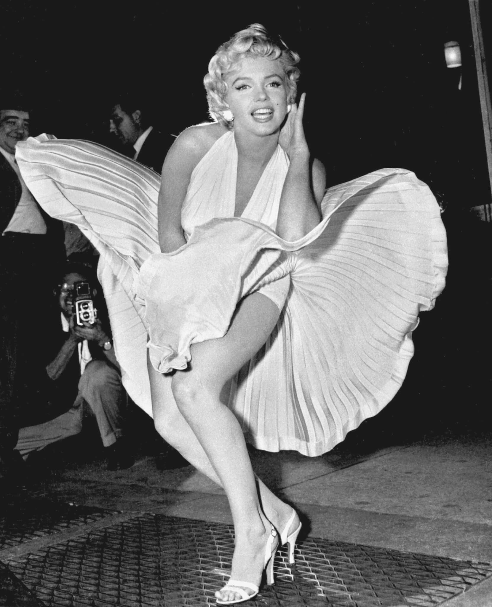 "** FILE ** In this Sept. 9, 1954 file photo, Marilyn Monroe poses over the updraft of a New York subway grating while in character for the filming of ""The Seven Year Itch"" in New York.(AP Photo/Matty Zimmerman, file)"