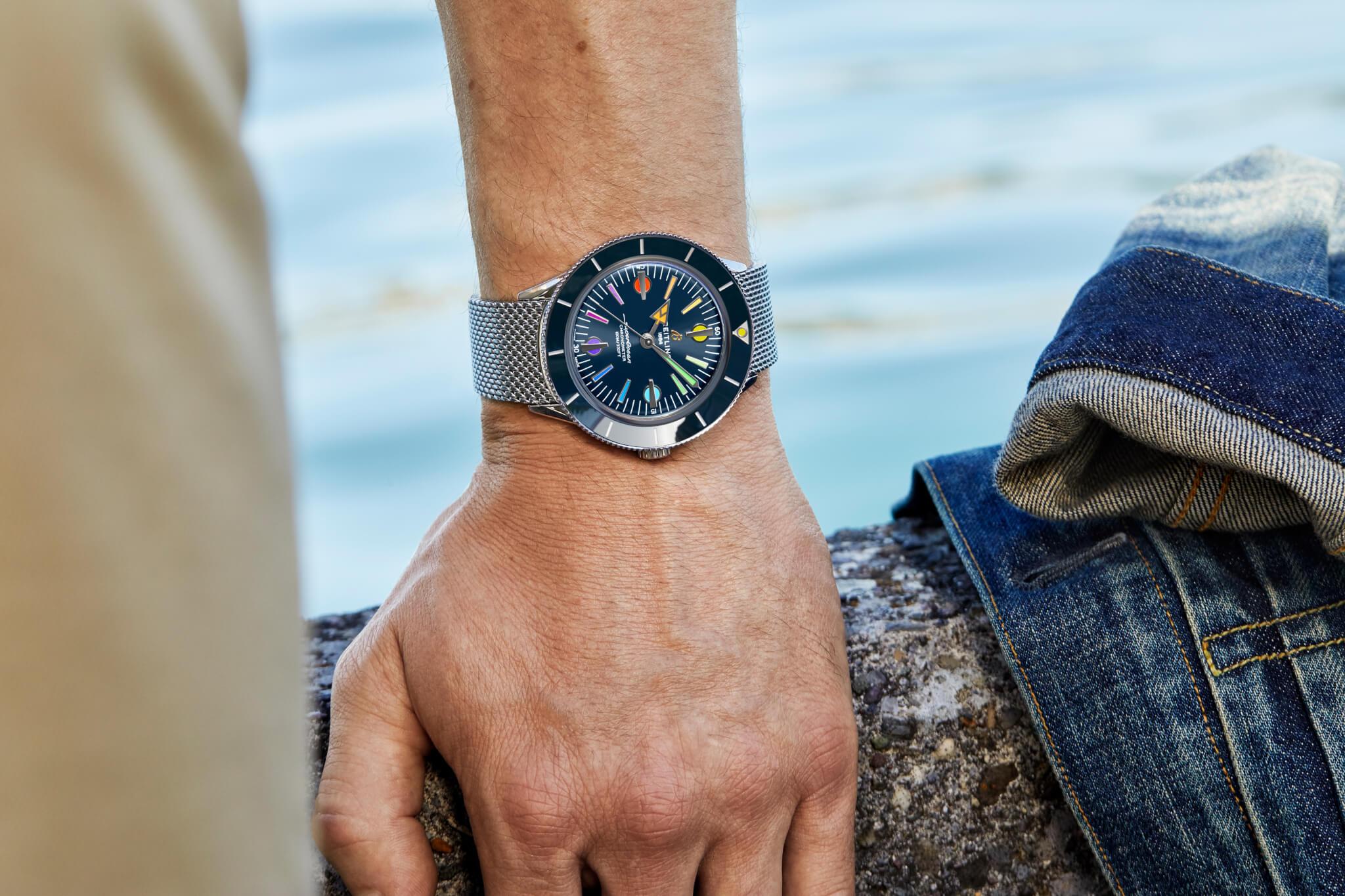 腕錶除了搭配金棕色復古皮革錶帶,亦能換上蝴蝶扣一體成型Ocean Classic精鋼錶鍊。